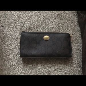 Authentic Coach clutch purse. In great condition.